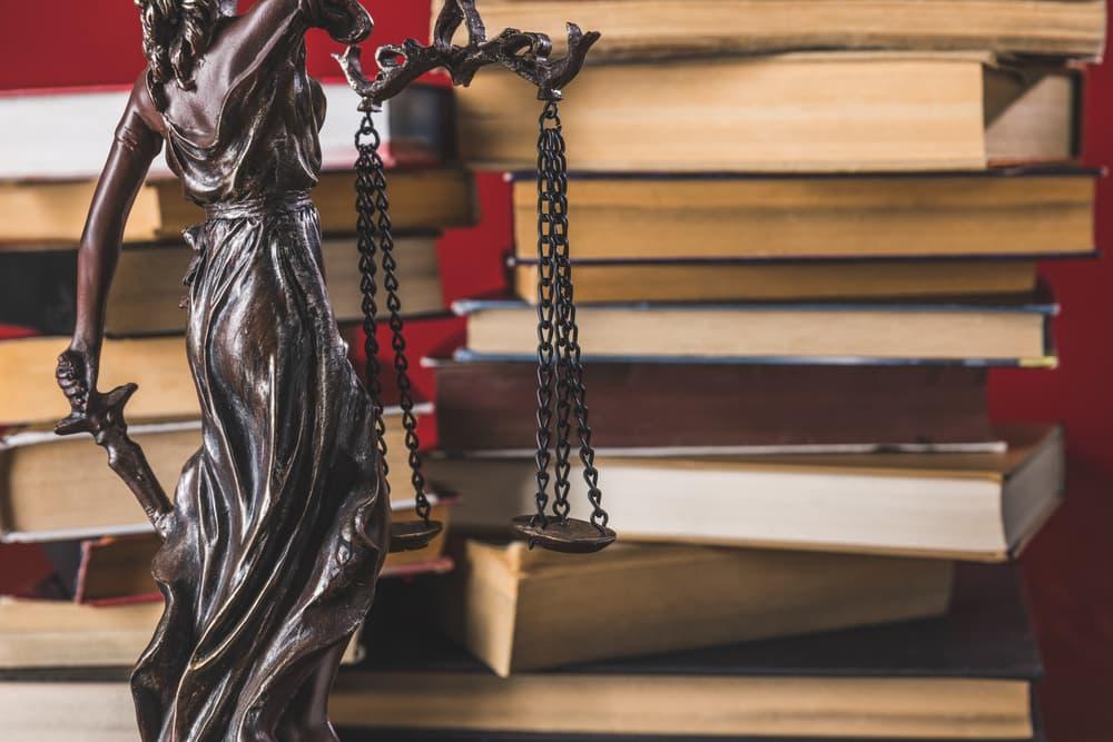 איך שימוש בשאלון מאלץ תובע חמקמק להתקבע בגרסה מחייבת כבר בשלב מוקדם של התיק?